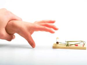 hand 300x225 - Можно ли отказаться от страховки по ипотеке? Правовые нормы