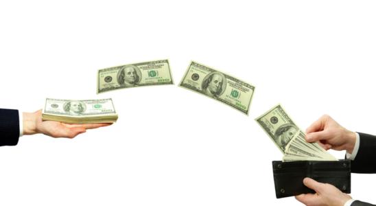 money 44 548x300 - В 2021 году доллар может снизиться на 20%
